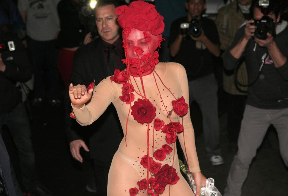 Undershave Diamond Design Lady Gaga performs at closing
