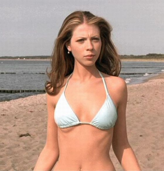 Michelle Trachtenberg In A Hot Bikini - EUROTRIP